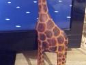 Girafa sculptată în lemn