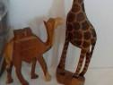 Girafa  si camila sculptată în lemn