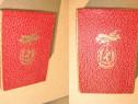 Cutie veche Decoratie Medalie Insigna carton rosu cu auriu.