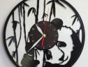 Ceas de perete lucrat manual din discuri de vinil