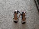 Sandale piele, alb cu bleumarin,marimea 34