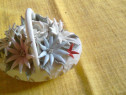 Cadoul perfect! Cosulet vechi din portelan alb cu flori