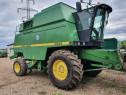 Combina agricola John Deere 2256, AC. header JD 818 de 5,5 m