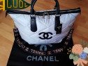 Geanta Chanel Maxi, material textil, logo metalic
