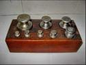9263-Set Greutati  metal in cutie lemn.