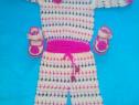 Costum crosetat fetite 9-12 luni