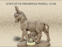 Statueta magarus pe stativ din beton model S29.