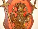 A409-Panoplie bronz cu blazon regal si sabii incrucisate.
