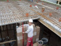 Muncitori calificați și muncitori necalificați constructii
