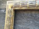 Rama veche din lemn sculptat