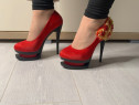 Pantofi cu platformă și toc înalt