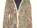 Pulover lucrat manual, tricotat din fir de lana colorata
