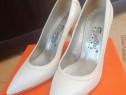 Pantofi de piele alb-perlați