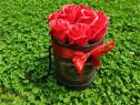 Cutie aranjament cu 9 trandafiri rosii de sapun, 20 cm