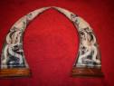 Pereche coarne sculptate pe stativ din lemn 36,5 cm