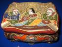 1061A-Caseta mica veche japoneza din portelan pt. bijuterii.