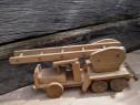 Jucarie veche din lemn