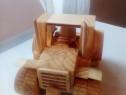 Tractor din lemn