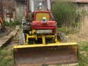 Tractor universal cu lama si brat