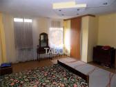 Apartament la casa 3 camere curte individuala zona Sub Arini