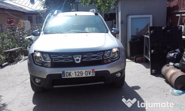 dacia duster diesel 4x2 fabricatie 2014 avariat eur. Black Bedroom Furniture Sets. Home Design Ideas